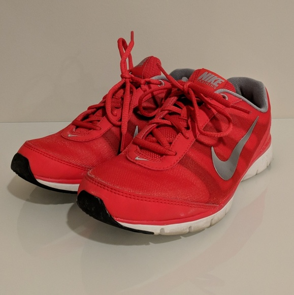 3e26bbf8cb7c44 Nike Shoes - EUC red Nike training total core TR sneakers 7.5